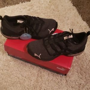 Womens Puma Sneakers, size 6